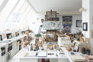 Gisèles fantastiske atalier, hvor hun arbejdede indtil sin død i 2013. Alt er stadigvæk, som hun forlod det. Foto: Simon Bosch.